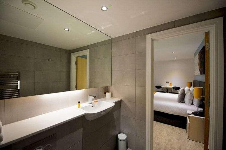 Executive studio sleeps 2 bathroom