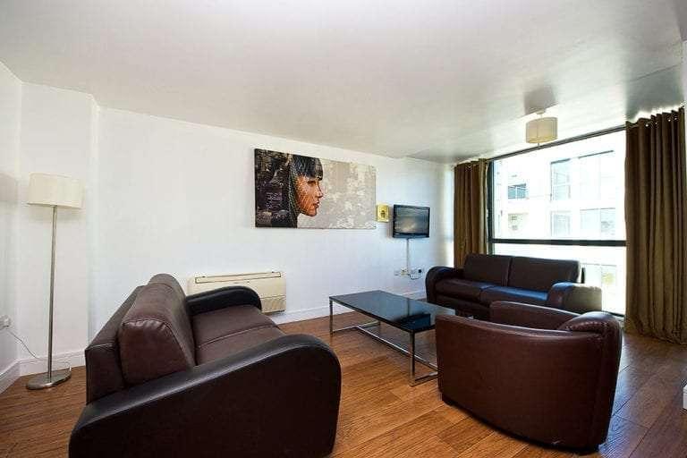 2 bedroom duplex sleeps 6 living room