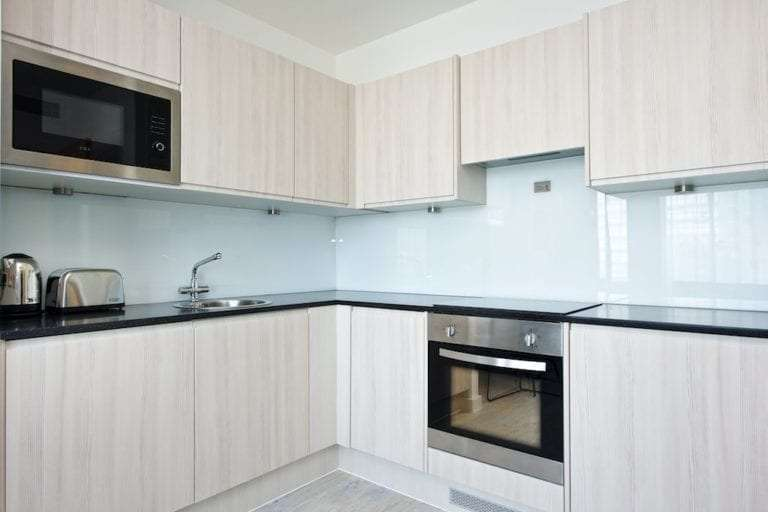 1 bed sleeps 3 kitchen