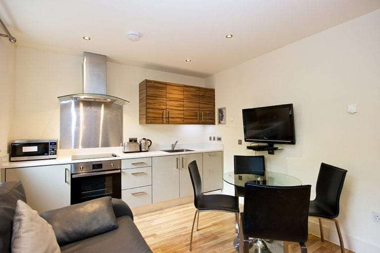1 bedroom open plan kitchen